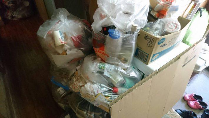 岡山市北区島田本町一丁目_粗大ゴミ回収_玄関に溜まった粗大ゴミ