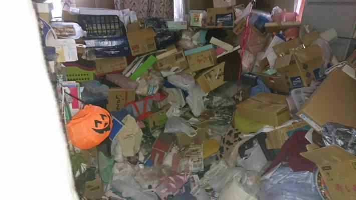 岡山市北区柳町二丁目_粗大ゴミ回収前の居間