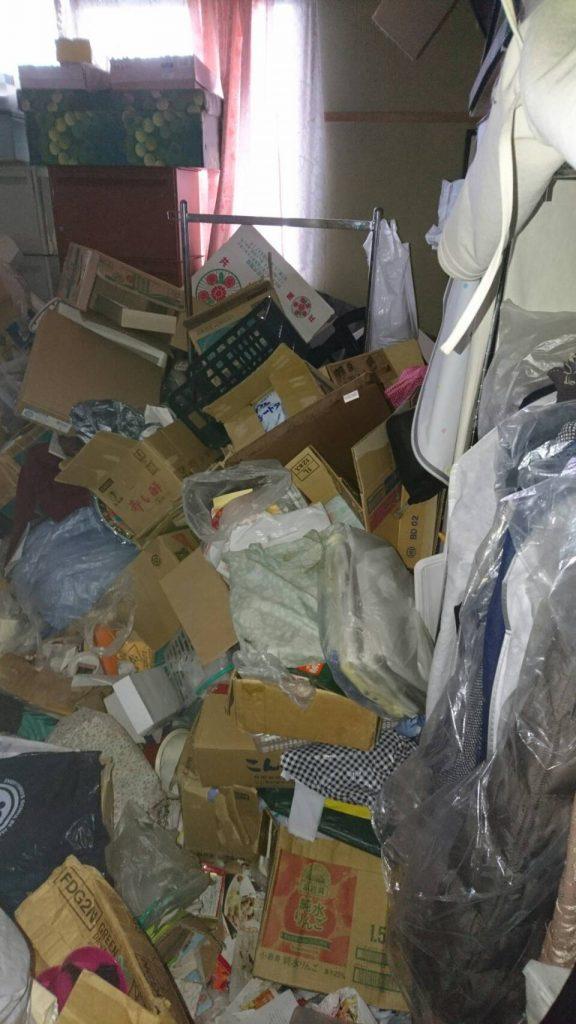 岡山市北区柳町二丁目_粗大ゴミ回収前の寝室