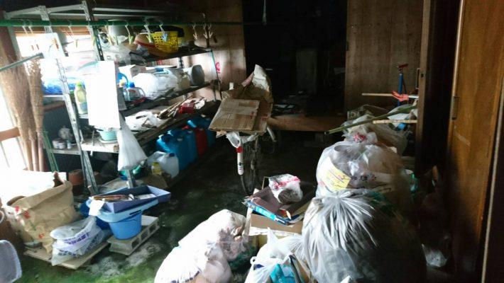 廃品処分_岡山市北区西辛川_片付け前の土間