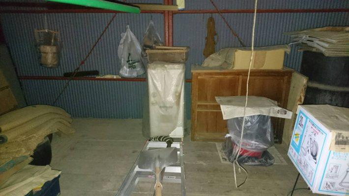 廃品処分_岡山市北区西辛川_片付け前の車庫