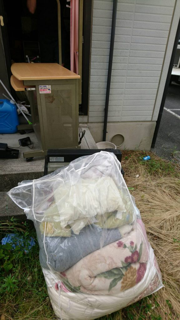 岡山市中区湊_玄関の粗大ゴミ