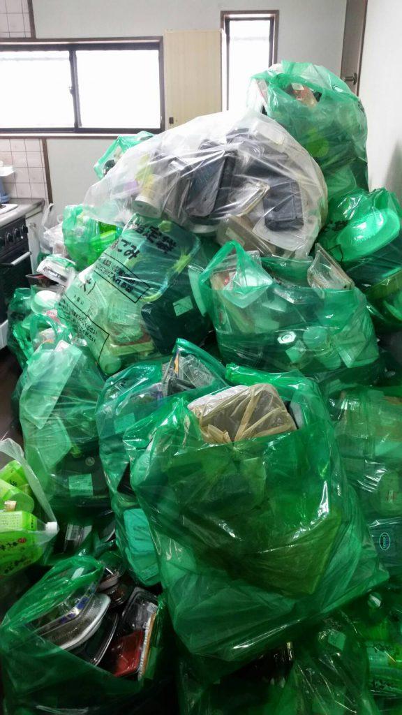 粗大ゴミ片付け_岡山市北区丸の内一丁目_作業前の寝室